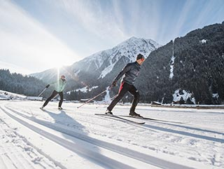 Winter vacation Stubaital | cross-country skiing | Hotel Wiesenhof Mieders Tyrol